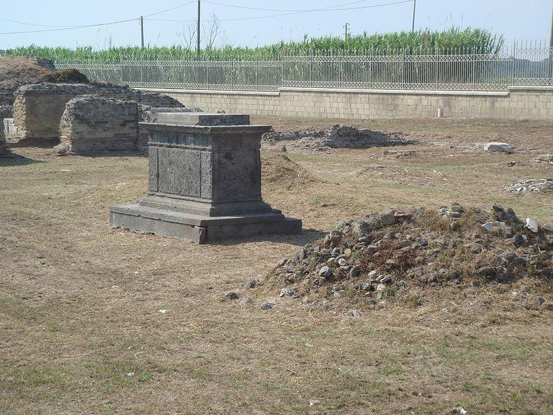 La tomba di Scipione l'Africano tra erbacce e sterpaglie