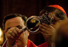 San Gennaro, il miracolo si è compiuto: il sangue già liquefatto