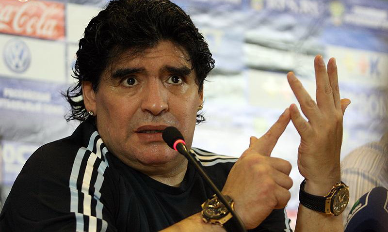 Maradona, ricoverato in clinica: probabile crollo emotivo
