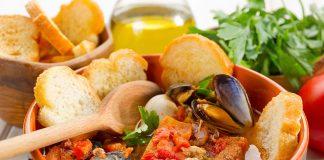 Zuppa di pesce all'amalfitana: il primo piatto caldo e fresco
