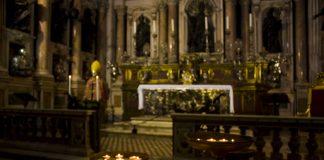 Miracolo di San Gennaro, non si ripete: fedeli in apprensione