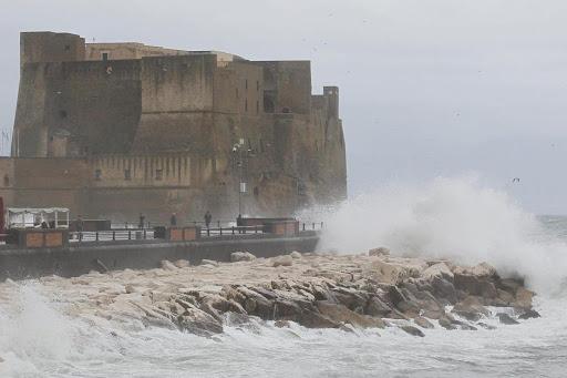 Allerta Meteo Campania, 25 gennaio: venti forti e mareggiate