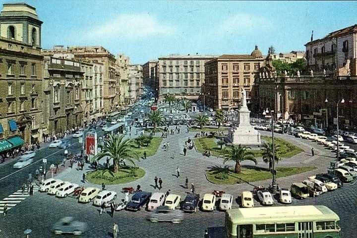 L'Amica Geniale: tuffo nel passato nella piazza Dante anni '70