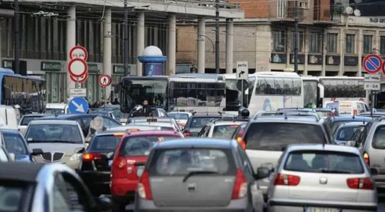 San Valentino a Napoli: vie congestionate dal traffico
