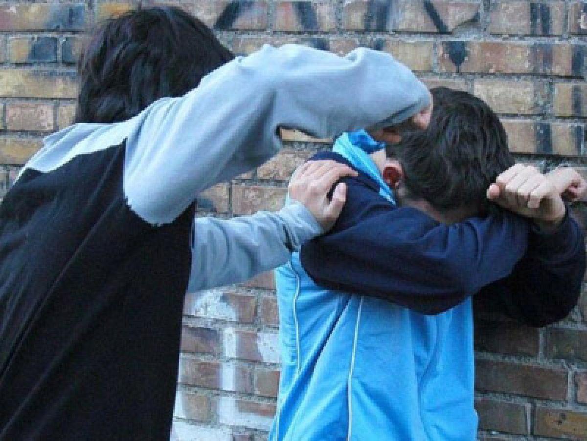 Pianura, branco di minori picchiano coetaneo: gli lesionano la milza