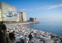 Coronavirus, Napoli: assembramenti pericolosi sul lungomare