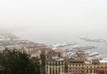Napoli si risveglia per il secondo giorno avvolta dalla nebbia