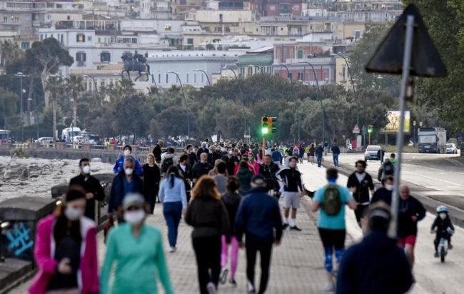 Covid Campania, contagi in aumento: timore di una zona arancione?