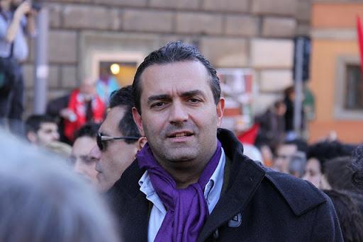 Covid, assalto movida: De Magistris bacchetta i napoletani