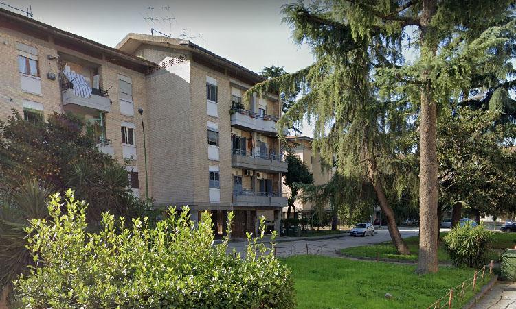 Dramma ad Afragola, 60enne precipita dal quarto piano
