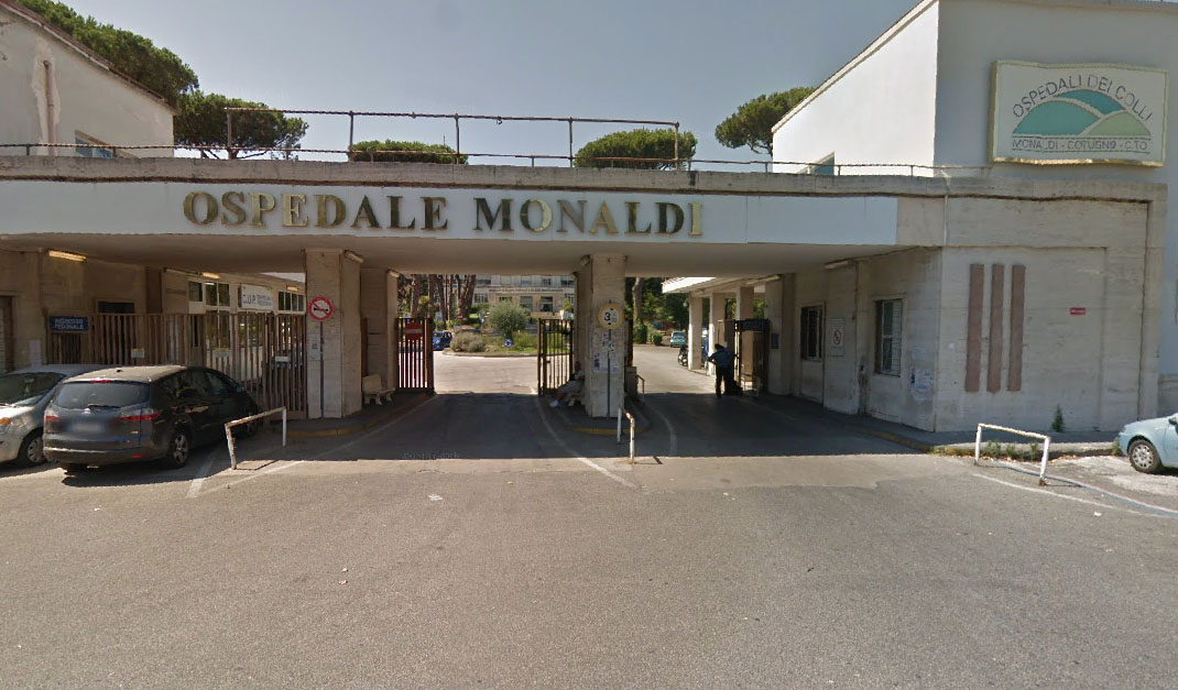Monaldi, decesso per covid: parenti aggrediscono sanitari