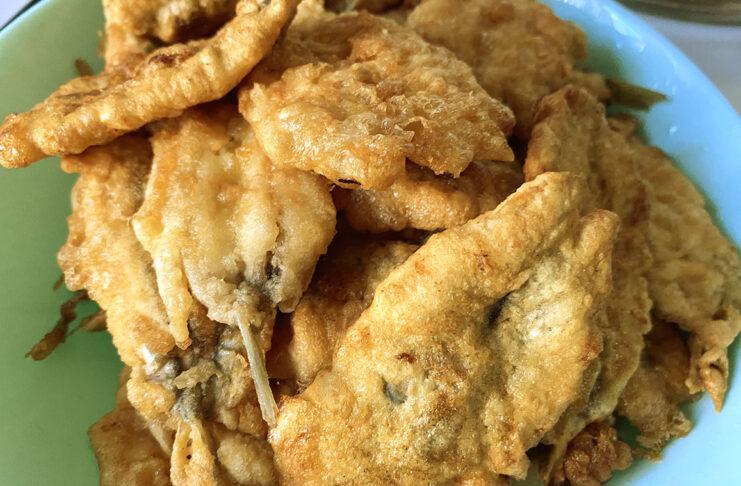 Alici indorate e fritte: la ricetta dalla panatura perfetta