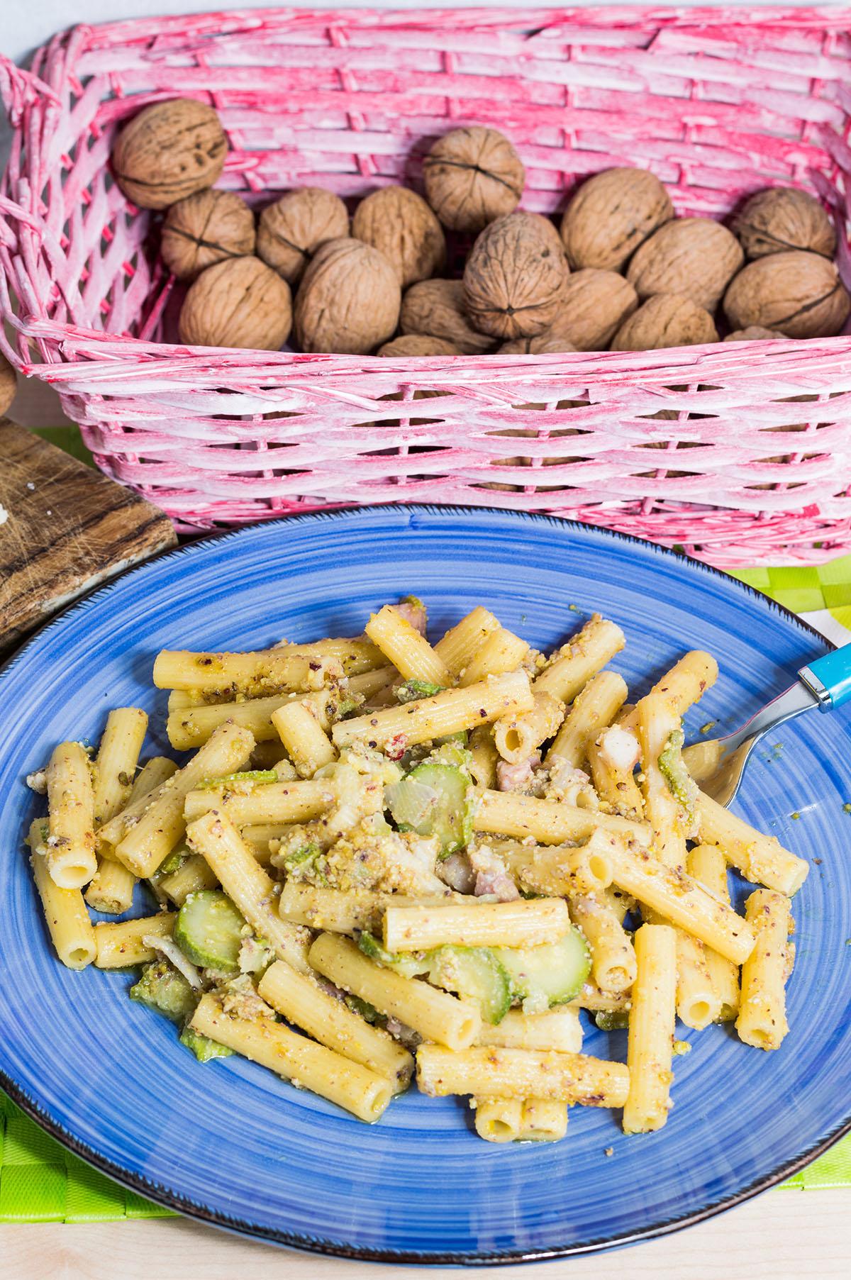 Pasta noci e zucchine: la ricetta veloce e golosa