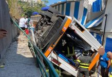 Incidente a Capri, bus turistico precipita