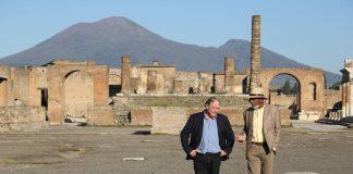 Morgan Freeman passeggia per le vie di Pompei