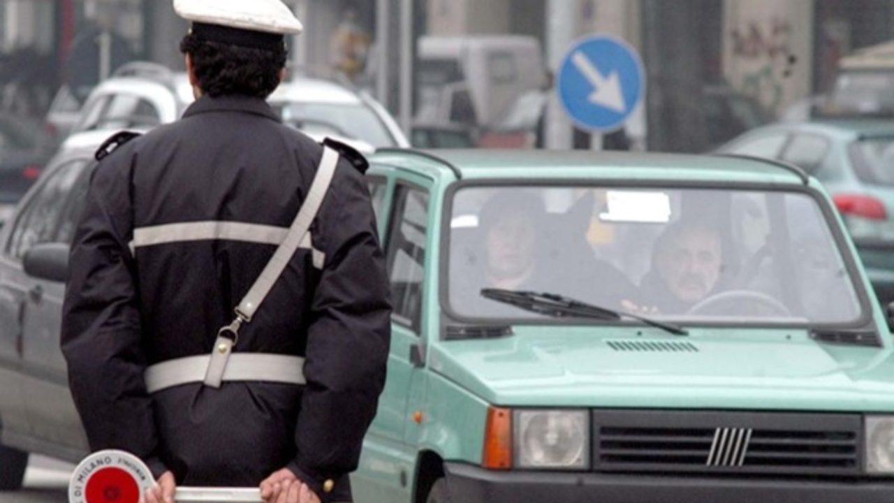 Napoli, blocco auto: circolazione vietata da lunedì al venerdì