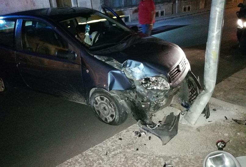 Grazzanise, incidente stradale: l'auto un cumulo di lamiere