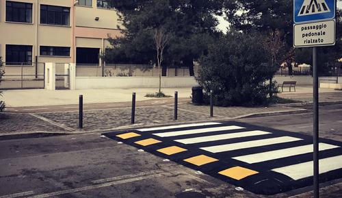 Napoli, strisce pedonali rialzate per ridurre gli incidenti
