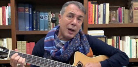 Federico Salvatore, il cantautore ricoverato in rianimazione