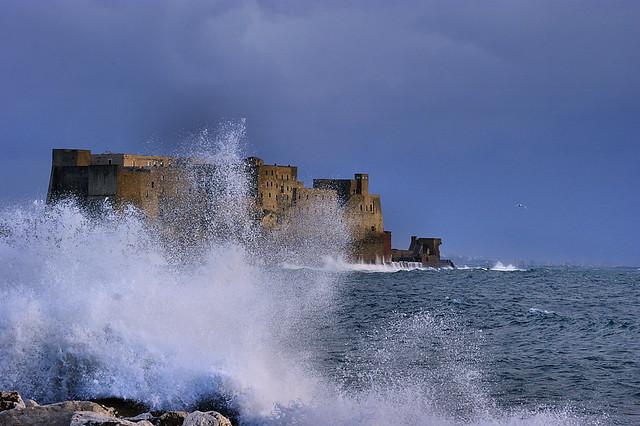 Previsioni meteo, allerta Napoli: venti pericolosi